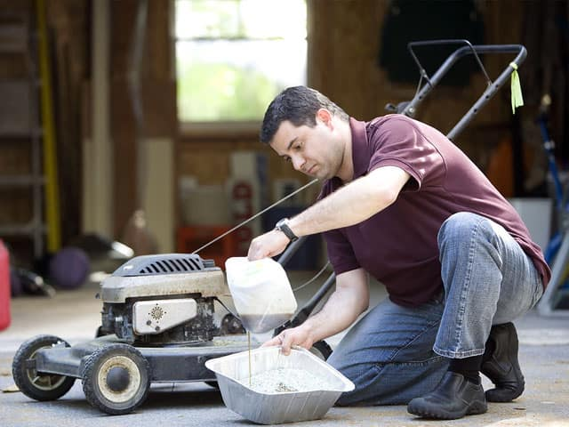 lawnmower-preparation-for-winter-storage