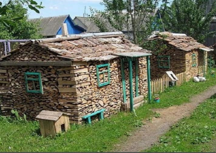 stacking-firewood-toemar-tiny-houses